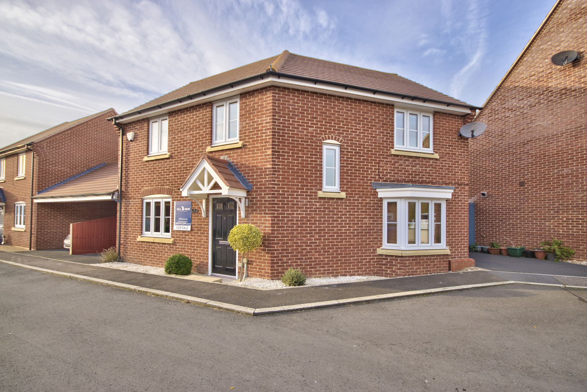 *** Guide Price Of £300,000 to £325,000 *** Lannesbury Crescent, St. Neots PE19 6AF
