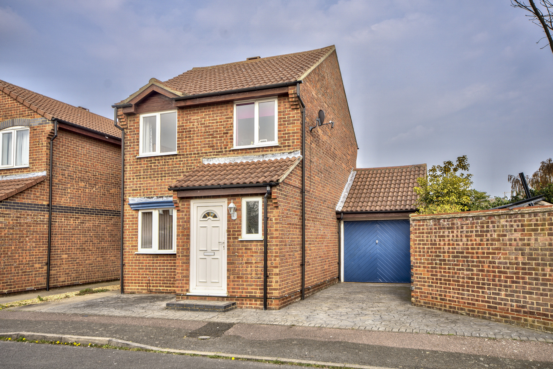 *** Guide Price Of £260,000 to £270,000 *** Bodiam Way, St. Neots PE19 2RL