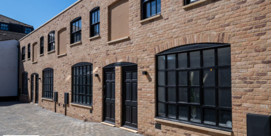 1 Cornelius Mews, St Neots, PE19 2AF – Luxury TOWN Centre Living!