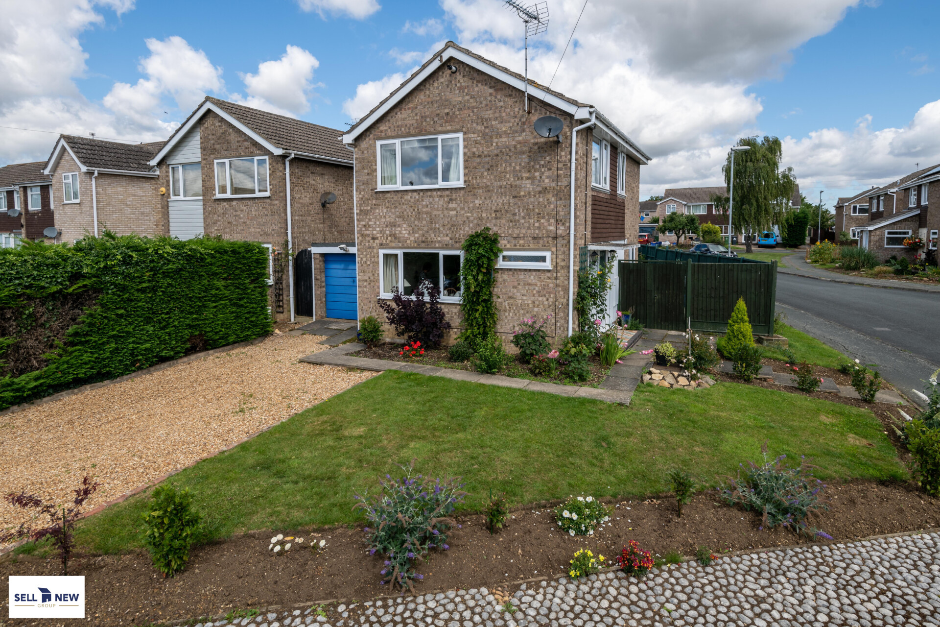2 Coopers Thornhill, Stilton, PE7 3XD – THREE BEDROOM DETACHED FAMILY HOME LOCATED ON A CORNER PLOT POSITION