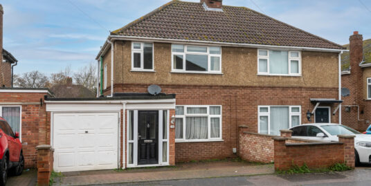 11 Deacon Ave Kempston MK42 7DU – THREE BEDROOM EXTENDED SEMI-DETACHED IN POPULAR RESIDENTIAL AREA!