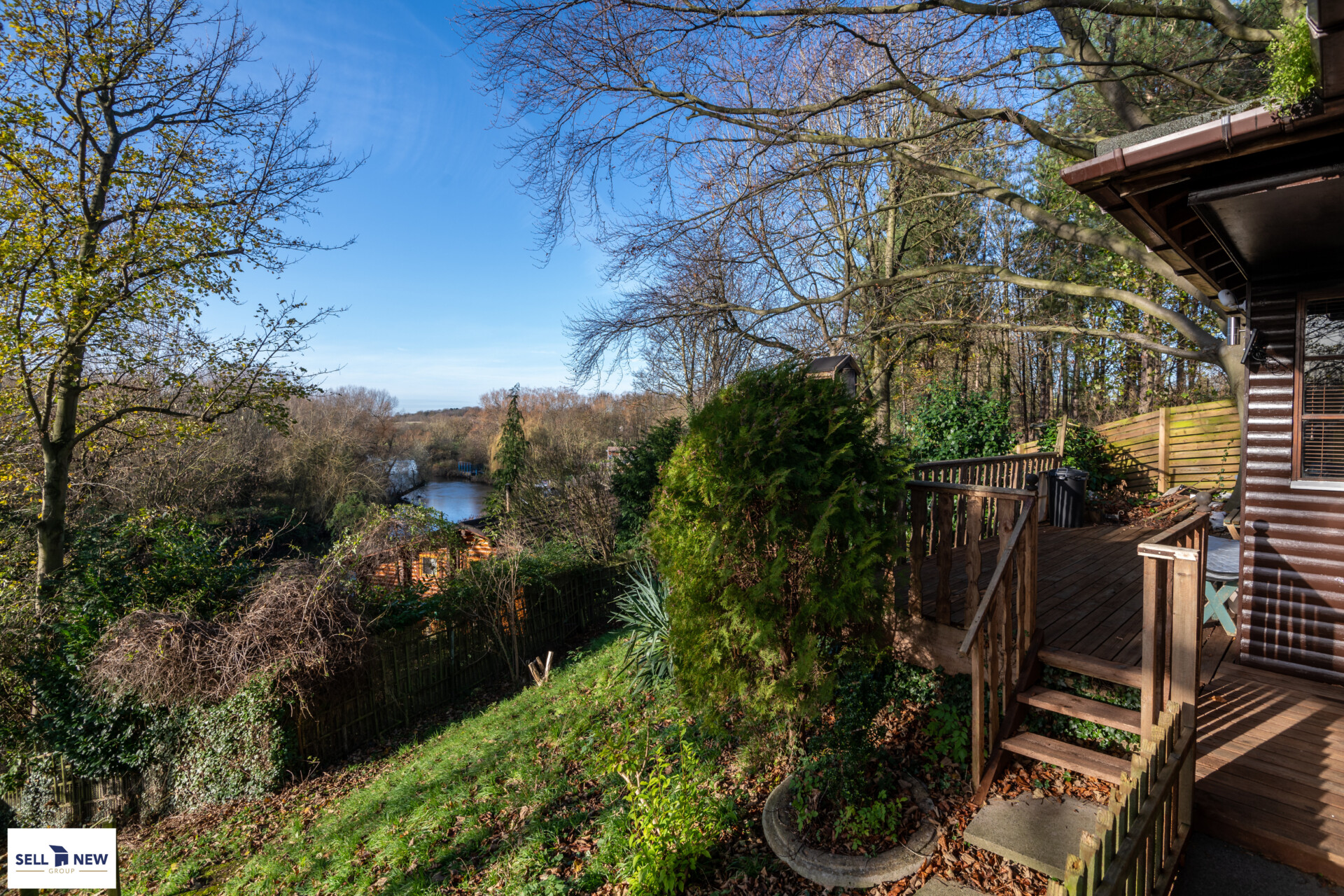 Toad Hall, Water Lane, Renhold, Bedford, MK41 – LOG CABIN WITH MOORING ONTO RIVER OUSE