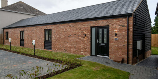 Plot 1 Crown Barns Lilley – SPACIOUS DETACHED THREE BEDROOM BARN
