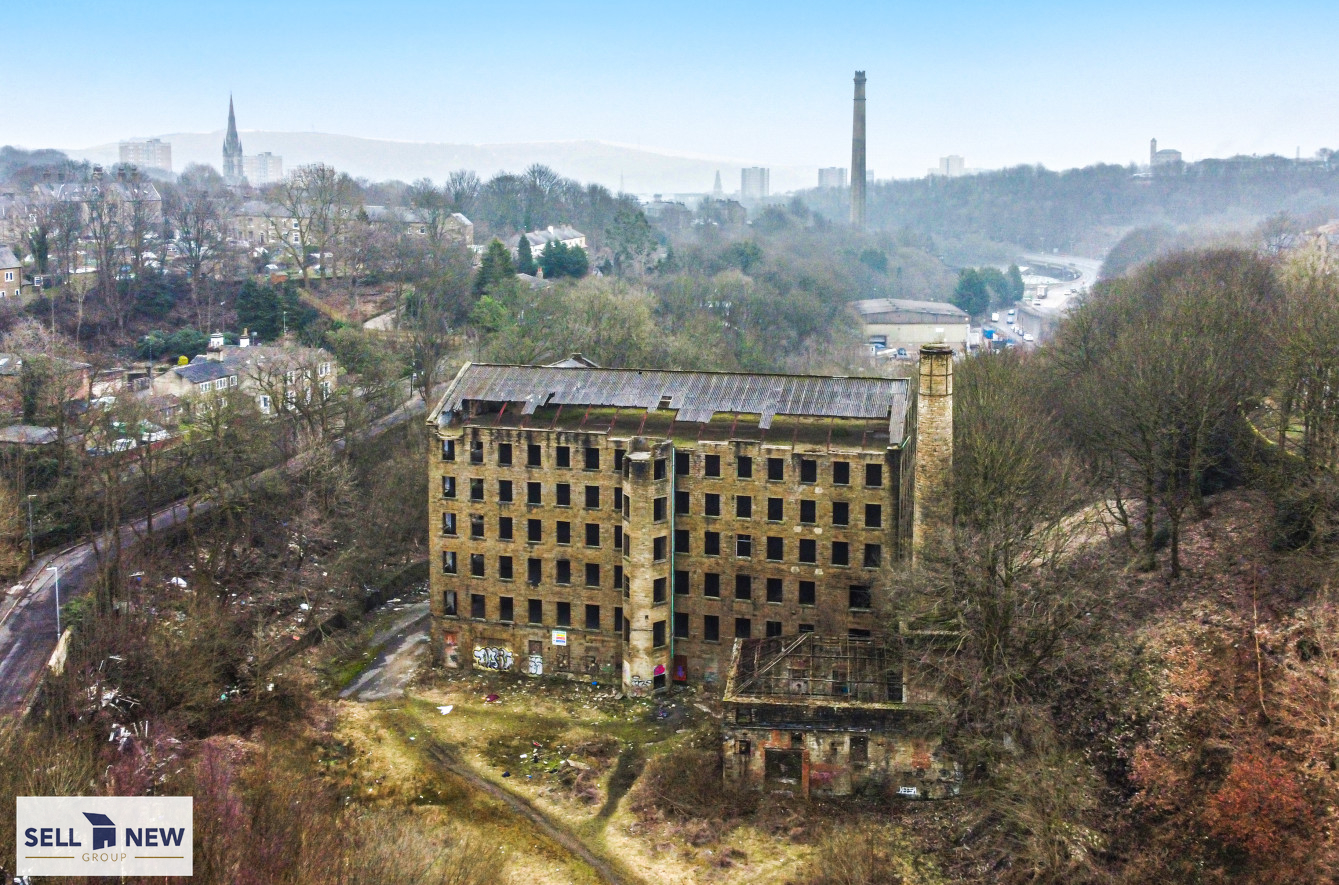 Former Old mill, Old lane Halifax – Had planning permission in 2008 for 52 apartments, 2 houses and one commercial unit. Extending to over 41,000 sqft