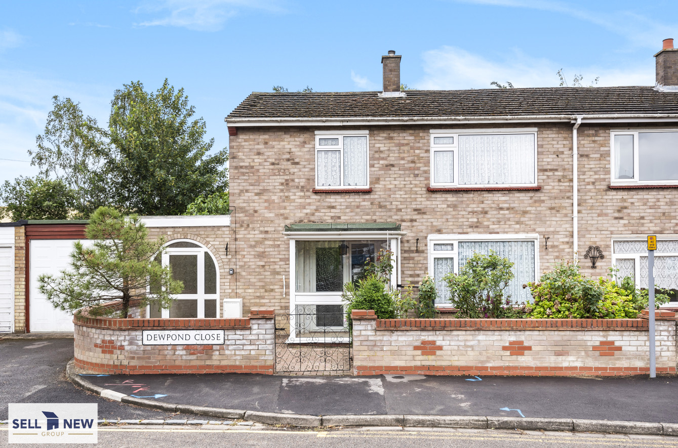 2 Dewpond close St Neots PE19 1TZ – Four bedroom semi-detached with requires modernisation and improvement throughout