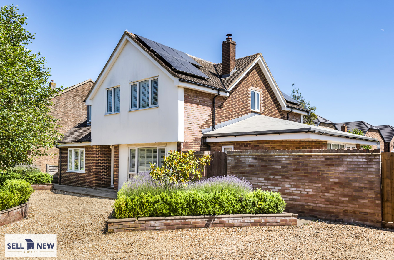 35 Hitchin Lane, Clifton, Beds SG17 5RS – Four bedroom detached home with well stocked garden