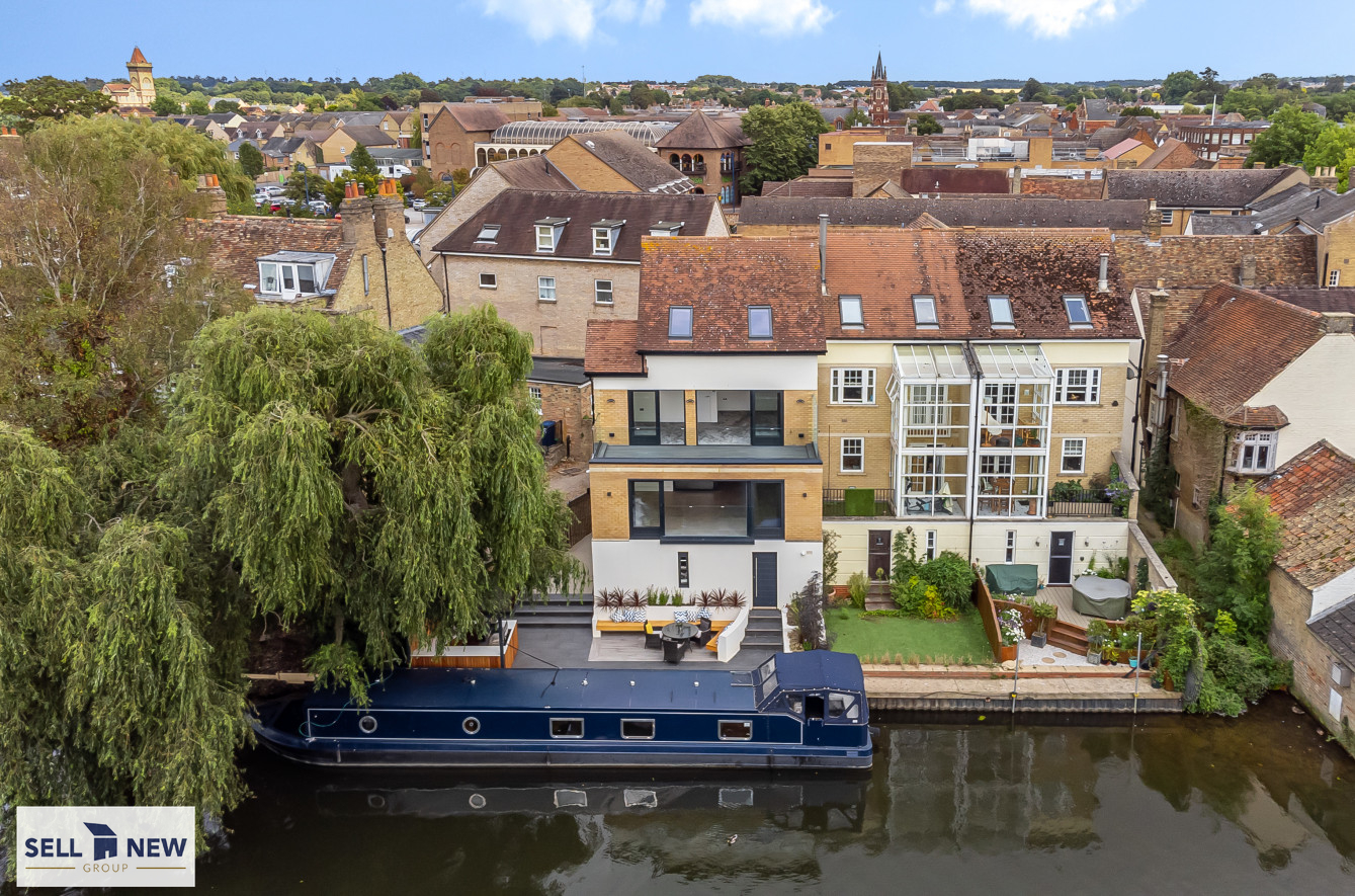 The Mooring, Priory Lane, St Neots PE19 – Unique riverside townhouse with mooring located in the heart of the historic market town of  St Neots